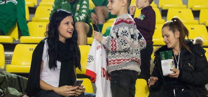 Съпругата на Съни Дяков с похвален жест: Купи благотворително фланелка на Бербатов за 4 бона! (СНИМКИ)