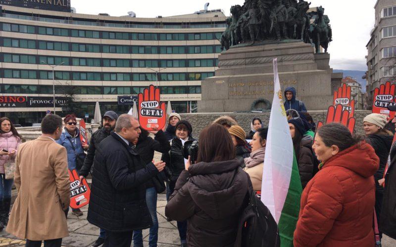 Депутати от ВМРО се срещнаха с протестиращите срещу СЕТА