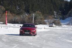 "Jaguar XE и Land Rover Discovery Sport ""сложиха"" зимните кънки"