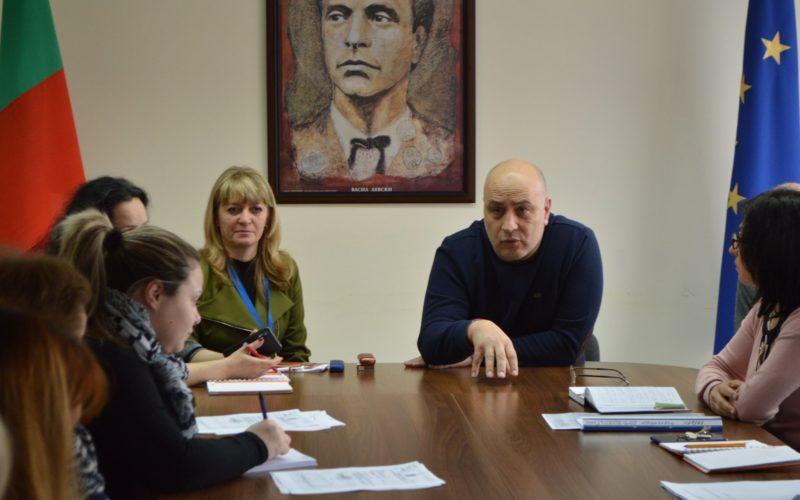 """Кметът на """"Надежда""""проведе извънредна среща с директорите на училища в района"""