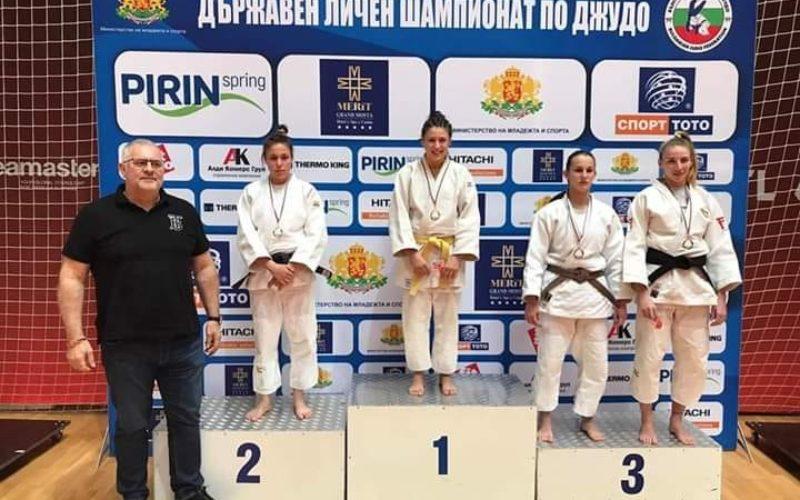 """153 Спортно училище """"Неофит Рилски"""" се похвали с шампионка"""