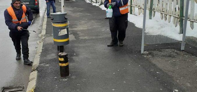 """Дезинфекцираха спирките на градския транспорт в """"Надежда"""""""