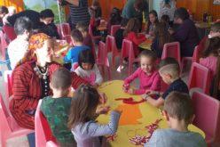 Децата от с. Нови хан впeчатлиха мало и голямо с мартеници