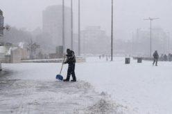 Шок! Зимата пак ни изненада – обилен сняг вали над София и България