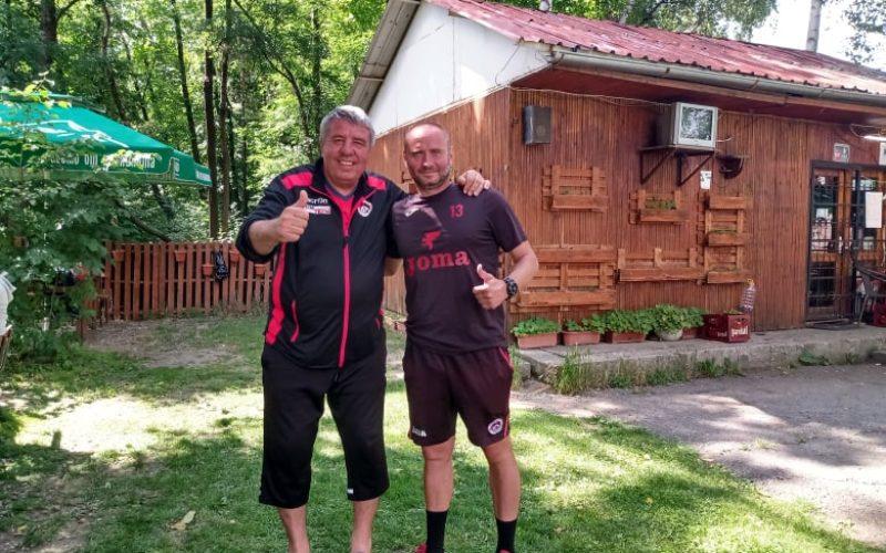 Бира, скара, уиски и усмивки за ЧРД на Юли Петков и култов домакин от Требич (СНИМКИ)
