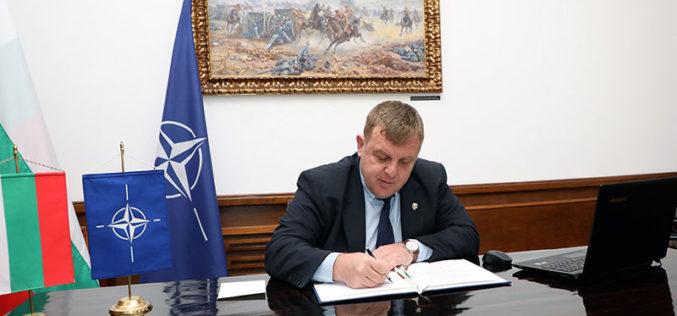 Каракачанов потвърди ангажименти на България към мисиите на НАТО