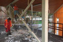 Малолетни вандали разрушиха сцена в Елин Пелин, общината я възстанови (СНИМКИ)