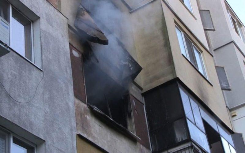 За пример: Доброволци от Столник спасиха хора от горящ апартамент!