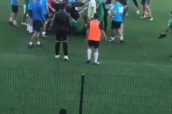"""Страшен екшън на стадион """"Раковски""""! Юноши се бият и ритат като коне (ВИДЕО)"""