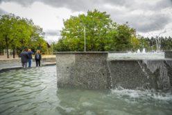 Започнаха проби на алейното осветление и фонтана в Северния парк (СНИМКИ)