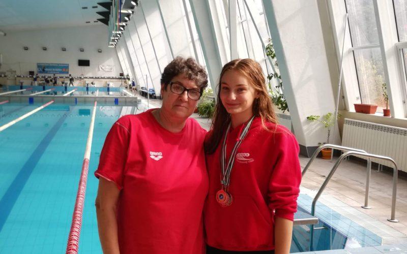Плувкиня от Елин Пелин направи фурор на турнир в Стара Загора