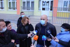 """Фандъкова инспектира обновените ДГ№90 и 102 ОУ в """"Надежда"""" (СНИМКИ)"""