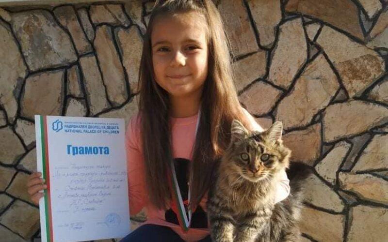 Стефани от с. Лесново със сребърен медал от конкурс за детска рисунка