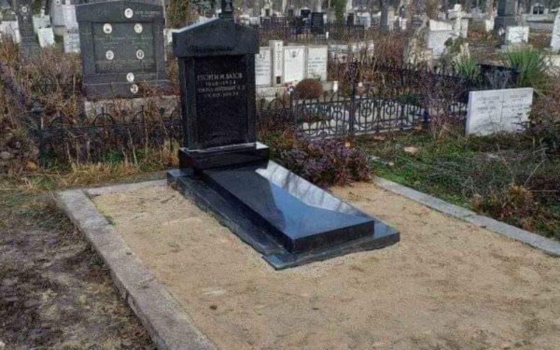 Тревожен сигнал! Паметникът на ген. Георги Вазов се руши!