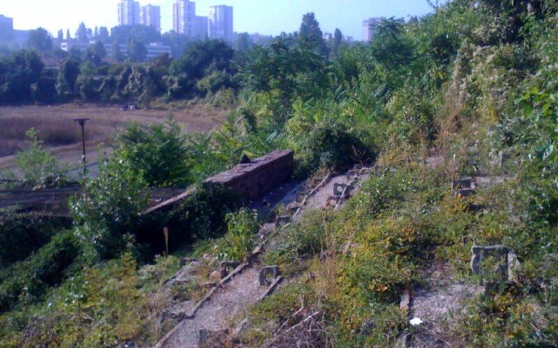 """Заради опозицията в СОС култовият стадион """"Септември"""" остава джунгла"""