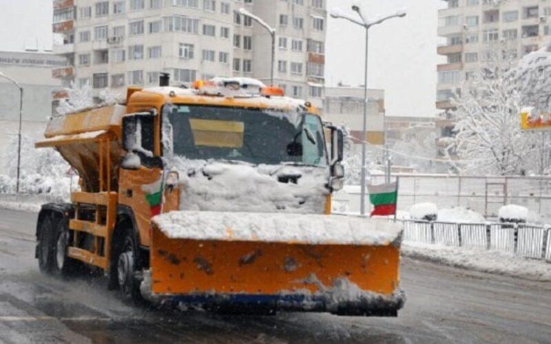 125 машини чистят София от снега