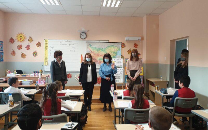 Министър Вълчев и Кастрева възхитени от учениците в 15 СУ , похвалиха и кмета инж. Димов