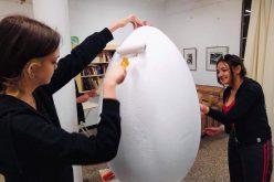 """Арт-Великденски яйца – съвместна инициатива на СО – район """"Сердика"""" и ПГИИ """"Проф. Николай Райнов"""""""