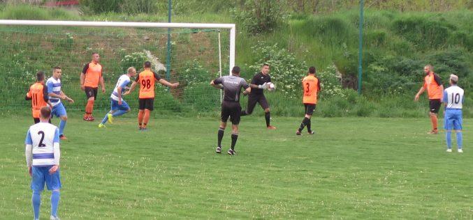 Рефери от професионалния футбол свирят първите мачове в АОГ! Вижте всички наряди!