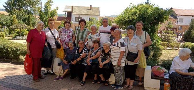 Пенсионери от с. Голема Раковица с благодарствено писмо до кмета на Елин Пелин
