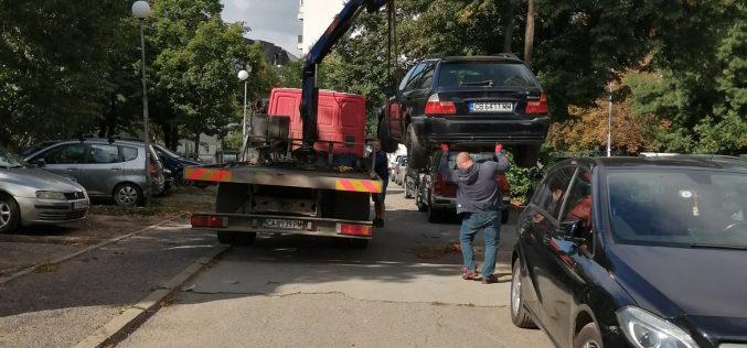 """В район """"Сердика"""" продължава репатрирането на коли-трошки"""