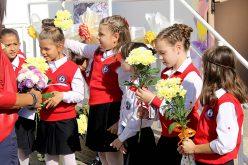 Над 200 деца получиха личен подарък от кмета на Елин Пелин (СНИМКИ)