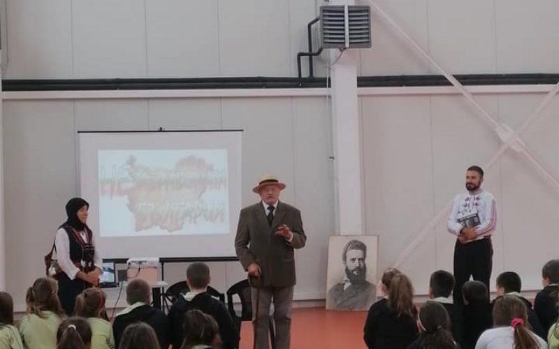"""Учениците на НУ """"Христо Ботев"""" в Елин Пелин присъстваха на патриотичен урок"""