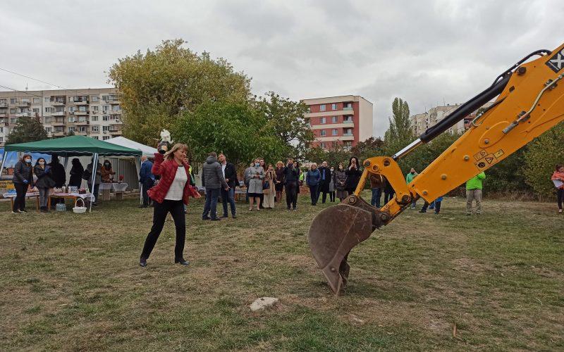 """Първа копка за нова детска градина в """"Надежда"""" (СНИМКИ)"""